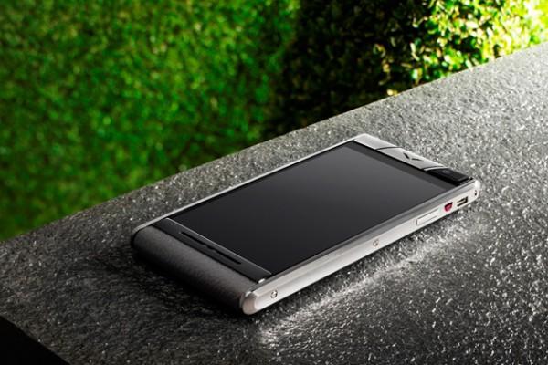 Vertu выпустила роскошный смартфон «среднего уровня»