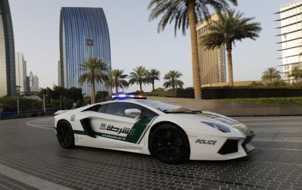 Полиция Дубая будет кататься на Ламборгини и носить Google Glass