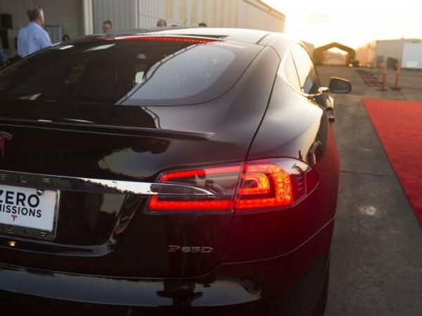 Tesla назвала цену Model S P85D