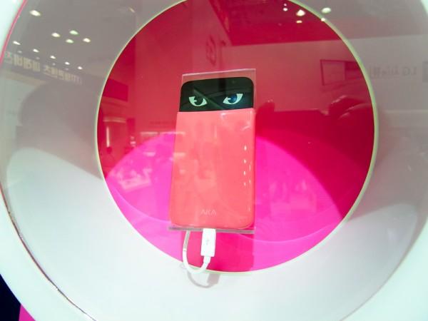 LG представила эмоциональный смартфон AKA