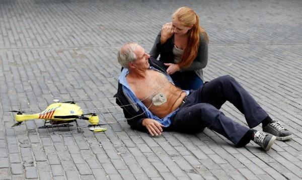 В Голландии представлен беспилотник-реаниматор