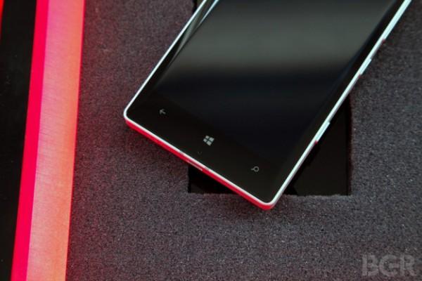 В сети появилась информация о первом смартфоне под брендом Microsoft Lumia