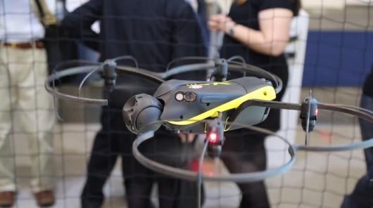 Беспилотник eXom использует оптические и ультразвуковые датчики для облёта препятствий