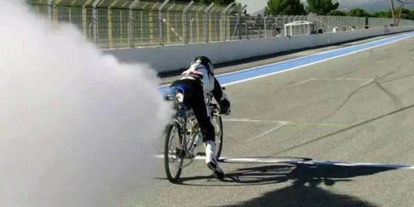 Француз разогнал реактивный велосипед до 333 км/ч