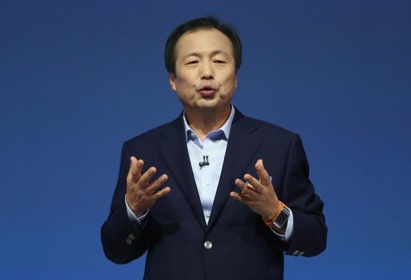 Генеральный директор Samsung лишился зарплаты