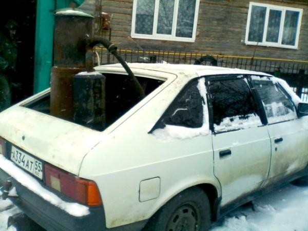 Омич собрал «экологичный» автомобиль, работающий на шишках и навозе