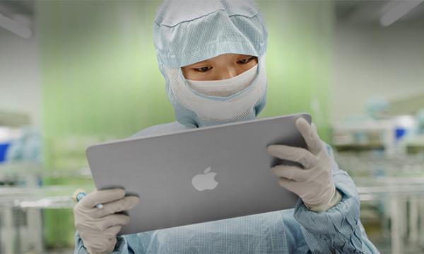 Foxconn: люди собирают iPhone лучше роботов