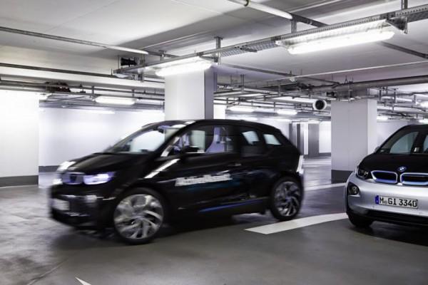 Автомобили BMW будут парковаться самостоятельно, без водителей