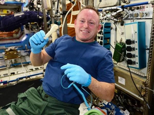 Гаечный ключ на МКС отправили с помощью электронной почты