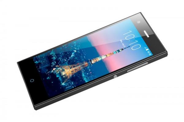 ZTE Blade V2 — доступный 64-битный смартфон для селфи
