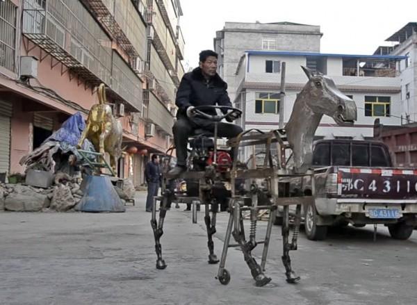 Китайский пенсионер придумал роботизированную лошадь