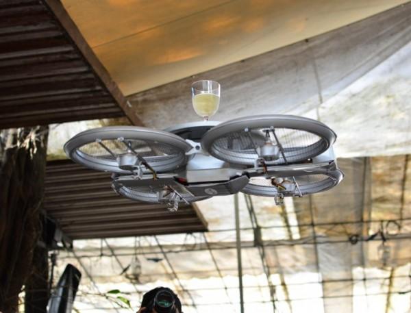 Вместо официантов в Сингапуре будут работать дроны