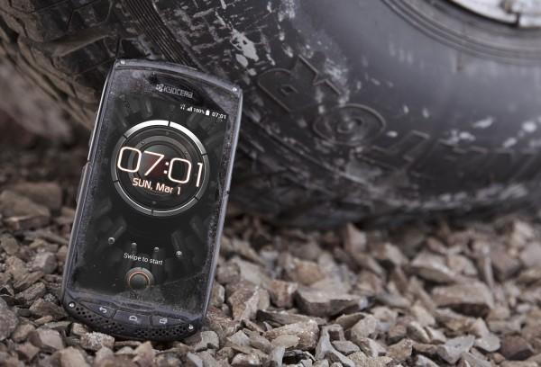 Torque — «неуничтожимый» смартфон от Kyocera