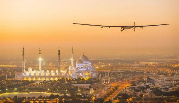 Самолет на солнечных батареях отправился в кругосветный полет