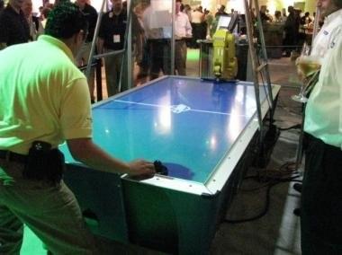 Робот для игры в настольный хоккей