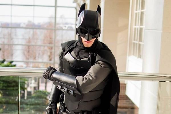 Самодельному костюму Бэтмена не страшны ножи