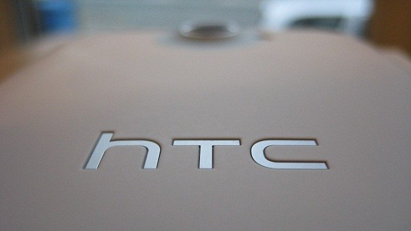 HTC One M9e — «флагман» из пластика