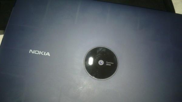 Отмененный планшет Nokia Lumia 2020 «засветился» на фото