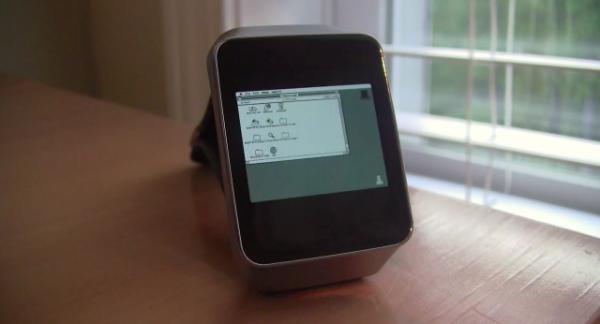 «Умные» часы Samsung Gear Live превратили в Macintosh II