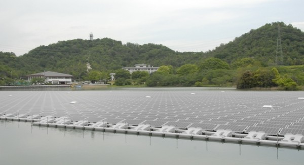 В Японии запустили плавающую солнечную электростанцию