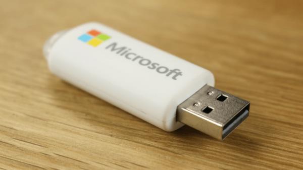 Windows 10 можно будет купить на флешке