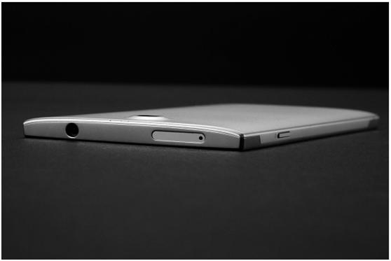 Doogee F2015: смартфон из «жидкого металла»