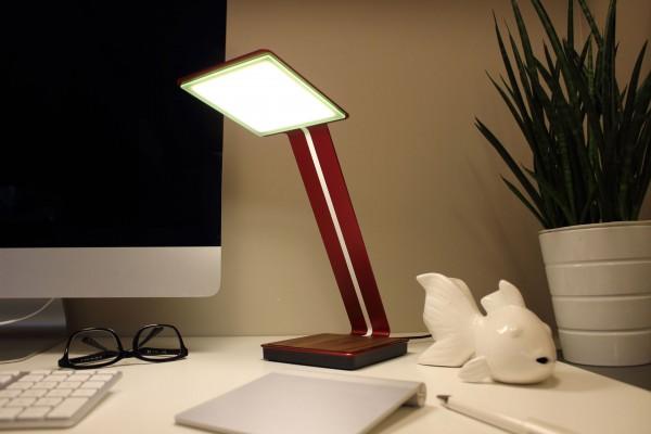 Aerelight A1 — настольная лампа OLED с беспроводной зарядкой