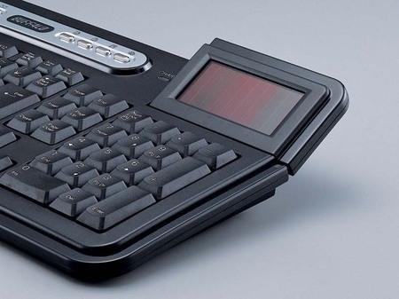 Беспроводная клавиатура Buffalo, работающая на солнечных батареях