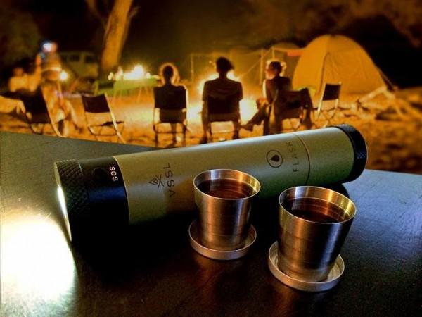 VSSL Flask Light — фонарик с фляжкой и компасом