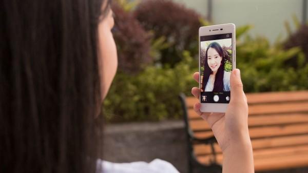 Oppo R7 Lite — еще один смартфон семейства R7