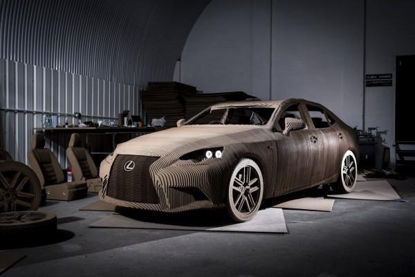 Lexus IS — картонный электромобиль
