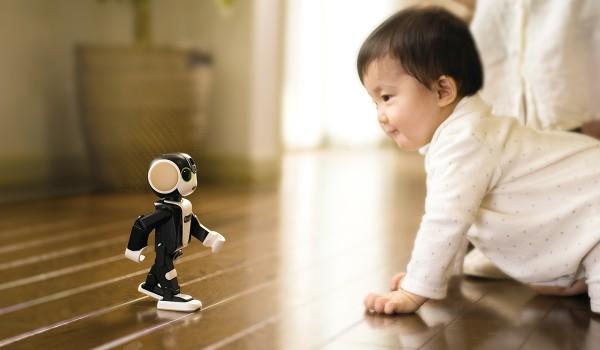 Sharp RoBoHoN: гибрид робота, проектора и телефона с LTE
