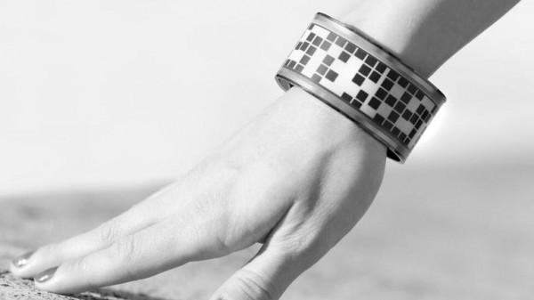 Eyecatcher — умный браслет с экраном на базе электронной бумаги