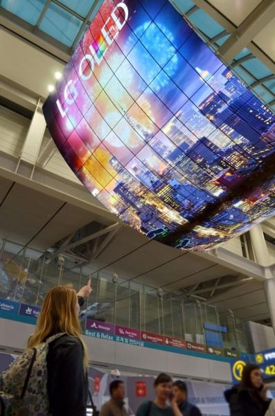 LG создала гигантские OLED-экраны