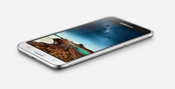 Galaxy J3 — доступный смартфон от Samsung