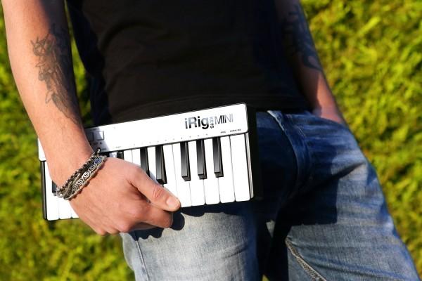 iRig Keys mini — миниатюрный MIDI-контроллер