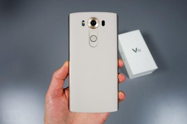 Открыт предварительный заказ на LG V10 с 2 экранами