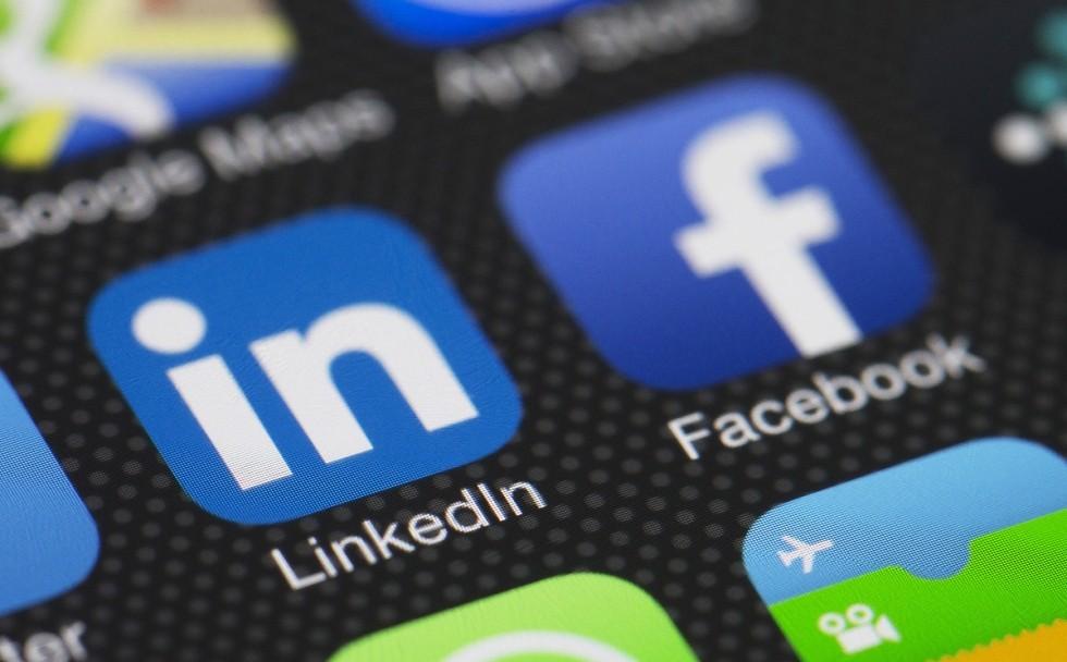 Facebook бросит вызов LinkedIn
