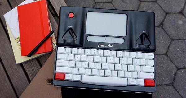 Freewrite Smart Typewriter — печатная машинка с дисплеем E Ink