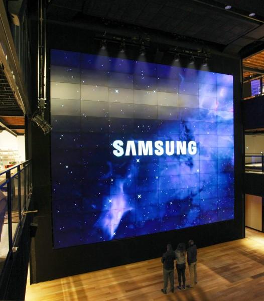 Открылся магазин Samsung, где ничего не продается