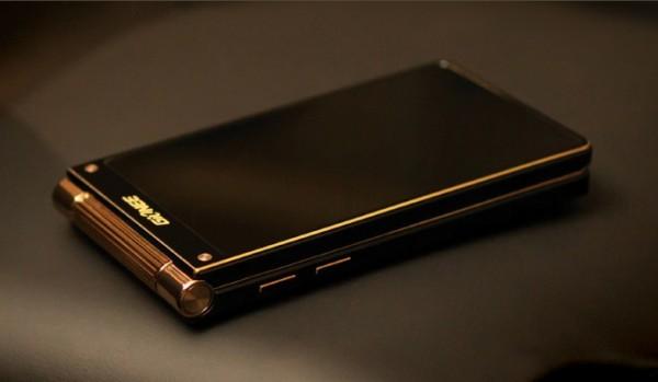 Gionee W909 — «раскладушка» со сканером отпечатков пальцев