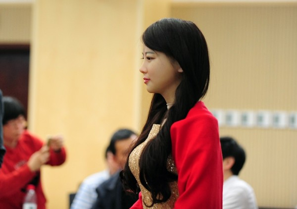 Jia Jia: говорящий робот, похожий на женщину