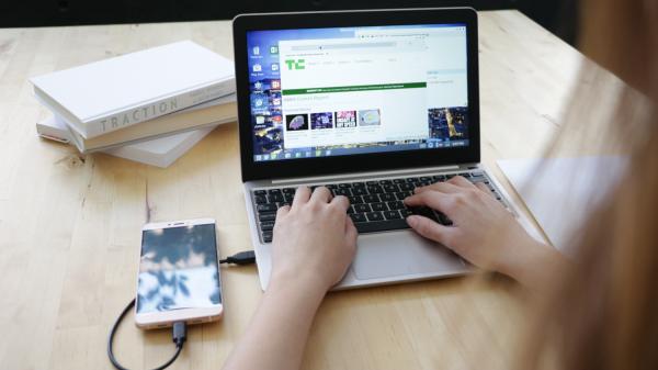 Superbook превращает смартфон в ноутбук