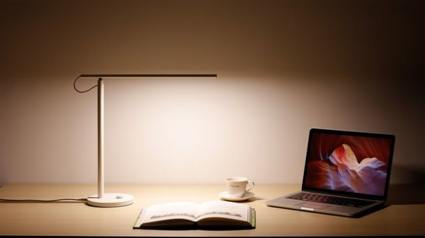 Mi Smart LED — светодиодная настольная лампа от Xiaomi