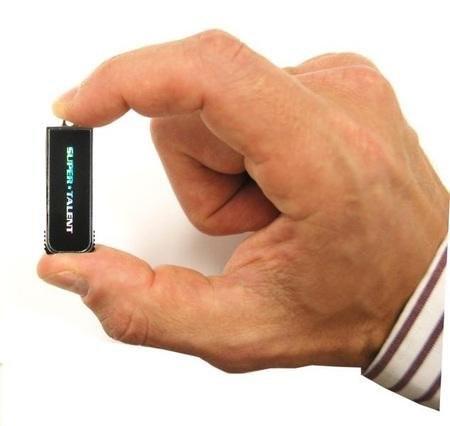 Pico D – миниатюрная USB-флешка от Super Talent
