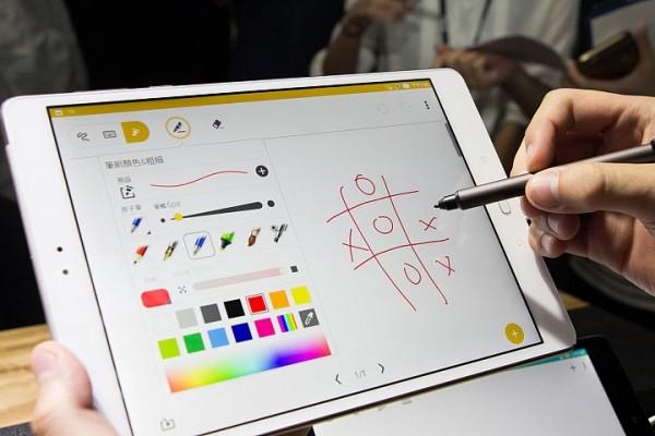 Представлен тонкий металлический планшет ASUS ZenPad 3S 10