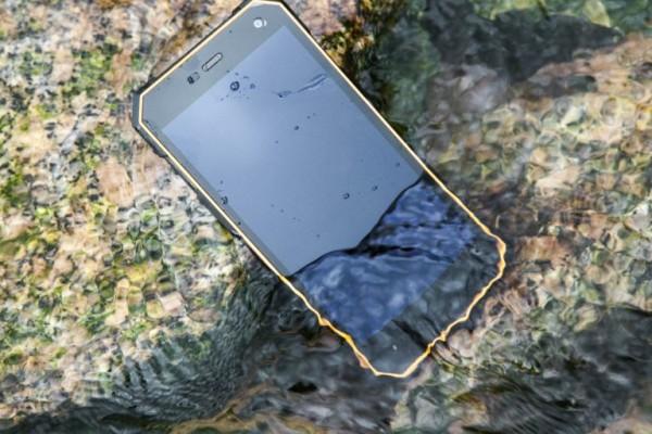 Nomu S10: 130-долларовый смартфон с защитой IP68