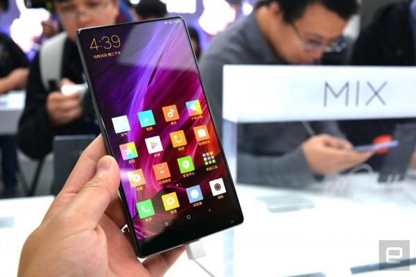 Xiaomi Mi Mix — керамический смартфон с «безрамочным» экраном