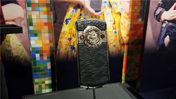 В Китае создали «клон» Vertu с камерой на 30 МП