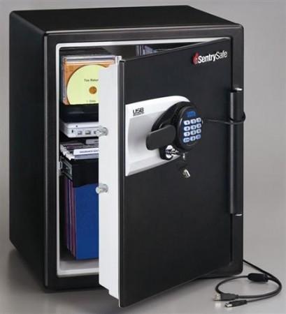 Водонепроницаемый и защищенный от огня сейф USB SentrySafe
